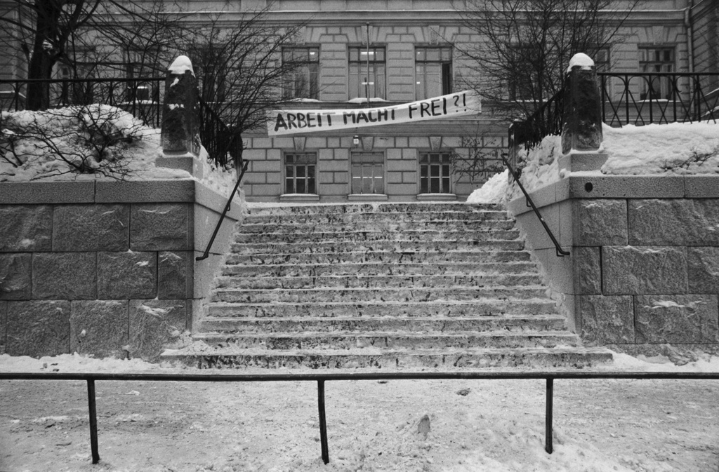 Liisankatu 13. High-end, snow stairs at school on the day of the bike ride in Liisankatu 13. Banderoll at the top of the stairs, where text work makes free? !.