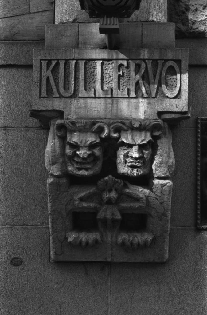 Alexanterinkatu 44. Architectural office Gesellius, characters of Finnish folklore in the facade of the building enclose the main entrance of the Nordic House designed by Lindgren & Saarinen. The artist Hilda Flodin carried out the main portal decorating mountain stones.