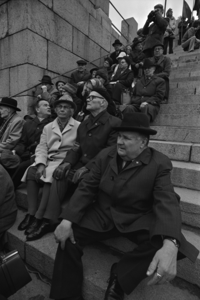 Governing Route 7. People sitting on the stairs of the Judicial Church at the worker's vault party on 1.5.1972.
