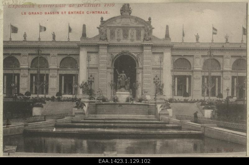 View of the big pool and main entrance during the 1910-th World Exhibition in Brussels, photo postcard