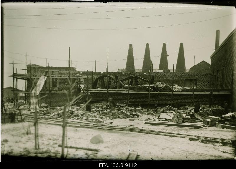 Construction of the Port-Kunda steam engine room of the cement factory.