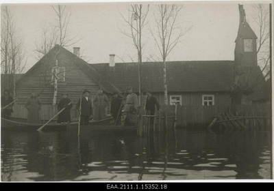 Expedition flooded to the Piirissare in spring 1924, expeditional road to the Lutheran Church  duplicate photo