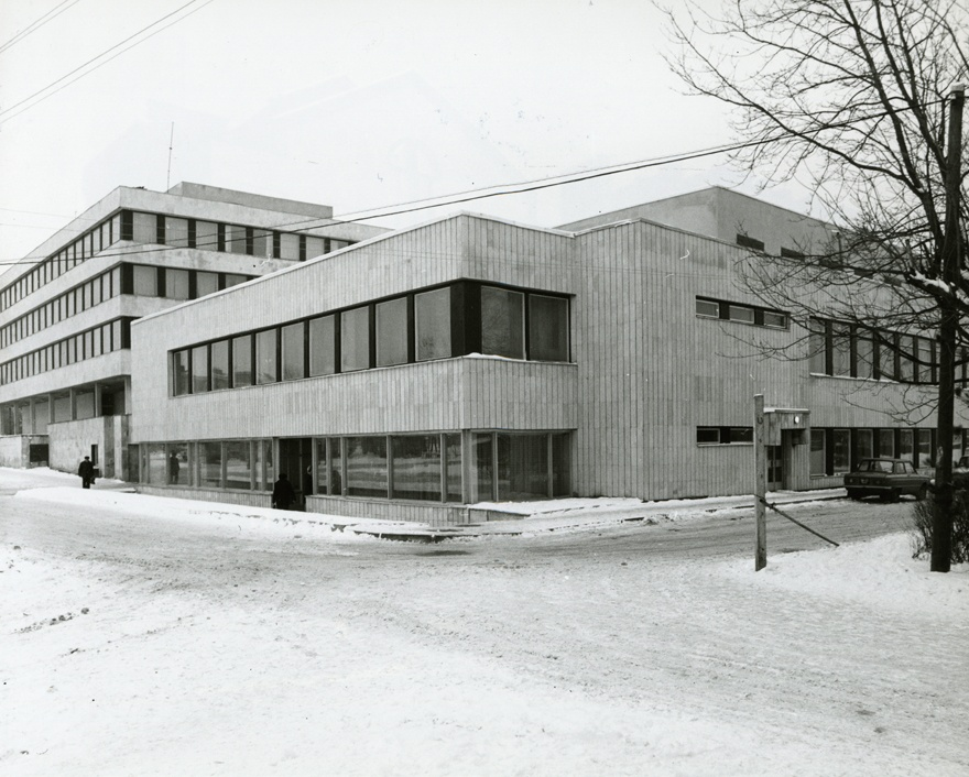 Administrative building in Raplas, view of the building. Architect Helgi Margna; engineer m. Volmer