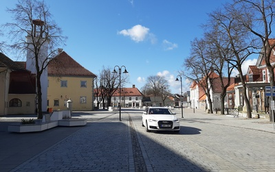 Kuressaare city centre, view from Tallinn Street to the marketplace rephoto
