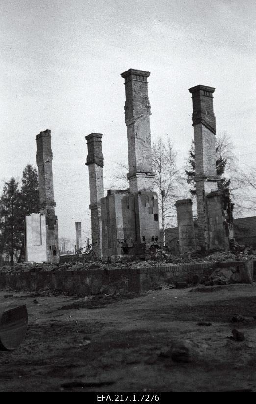 The ruins of the residential building of railway officials.