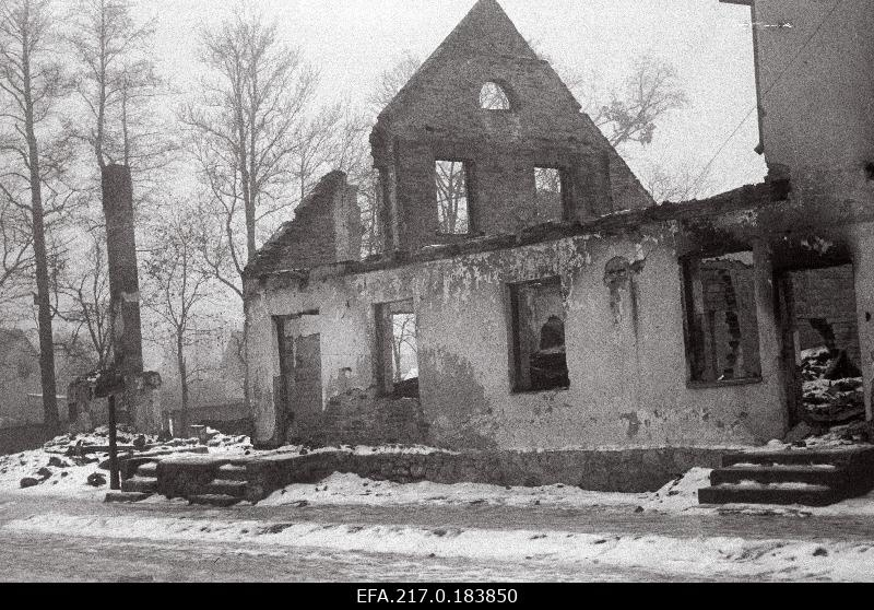 Ruins on the corner of Jõgeva and Allika Street.