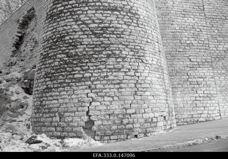 The wall fell in the vicinity of the Toompea Castle.