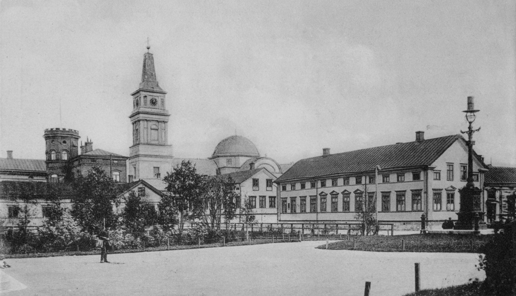 Oulu Cathedral 1890s - The Oulu Cathedral seen from the city hall square in 1890's.