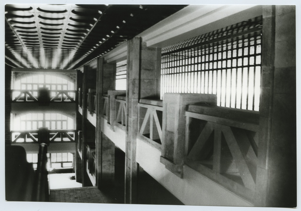 Construction of the new building of the National Library, interior views and fuajee (1989-1992).