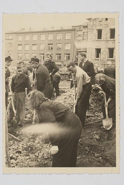 Cleaning of ruins in Tallinn, 1946