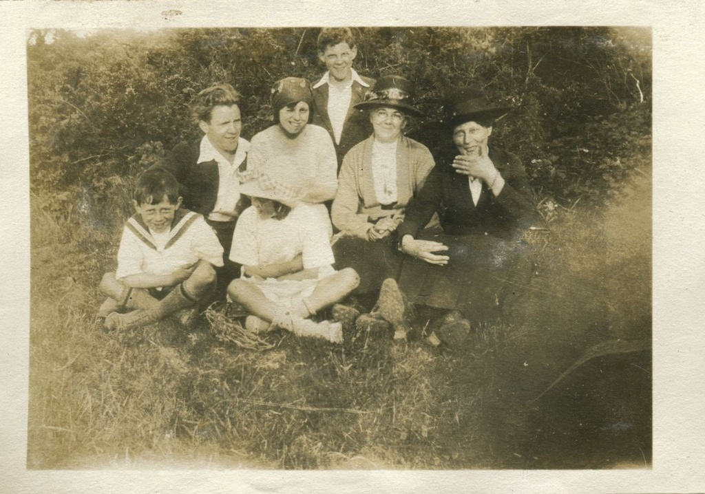 Family group - The Dyke, May 1922
