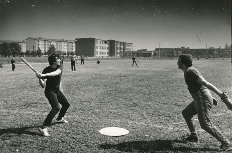 "Photo. A meeting in the baseball ""Western Fishery"" and the Kirov-named fishermen's collois teams on the Haapsalu city stadium. Secondary school II. Photo: Harles Pilter, 1982"