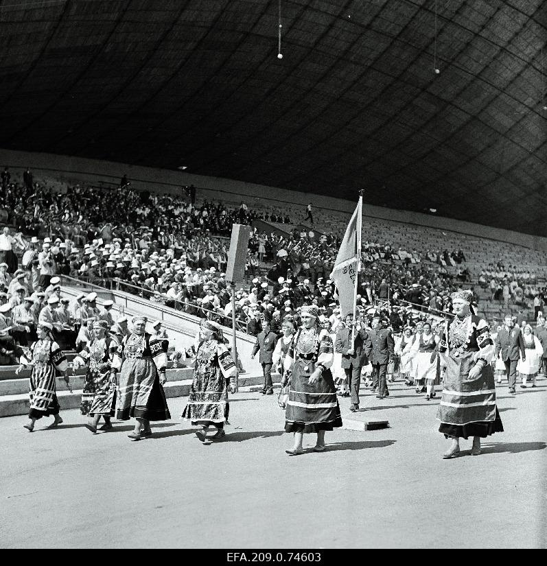 View of the participants of the Estonian Soviet jubilee party train walk.