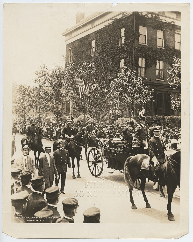 [Homecoming of Former President Theodore Roosevelt, Passing Fifth Ave, New York City]