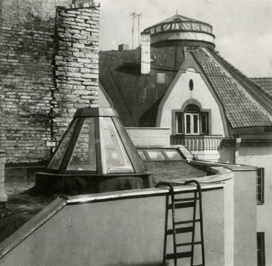 Flower shop in Tallinn Old Town, view of the roof of the building. Architect Vilen Künnapu