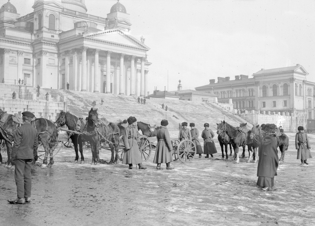 Russian soldiers on Helsinki Senate Square