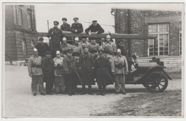 Group photo, military form and fire-fighting clothes men at the fire car.