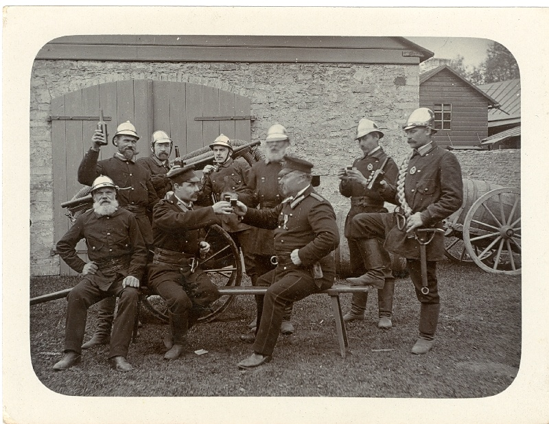 Photo. Firefighters' Society is relaxing at the first aid course. Photo 11.05. 1908. Black and white.