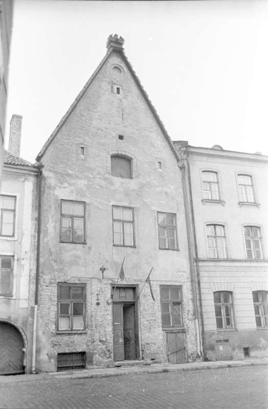 On Laial Street, where in the XVII century Tallinn City doctor Gerhard Himsel lived