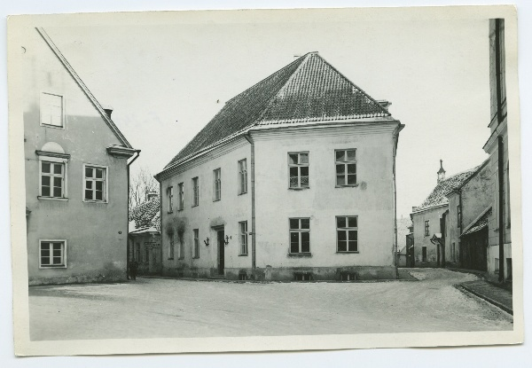 The corner of Tallinn, the Peace Court and the Toom Rüütel Street.