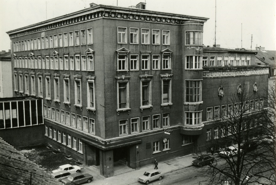 Old Radio owner, view of the building from the street of Kreutzwald and Faehlmann. Architect Elmar Lohk (alternal solution); after the war in Grigori Šumovski