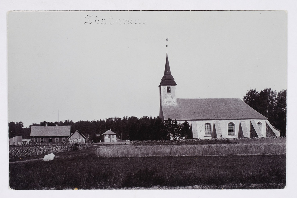 Tõstamaa church and school house, in the middle of the comrade 1911