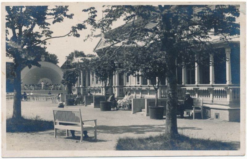 Photo. Summers in front of the Kuursaali. 1930. Photo: J. Grünthal.