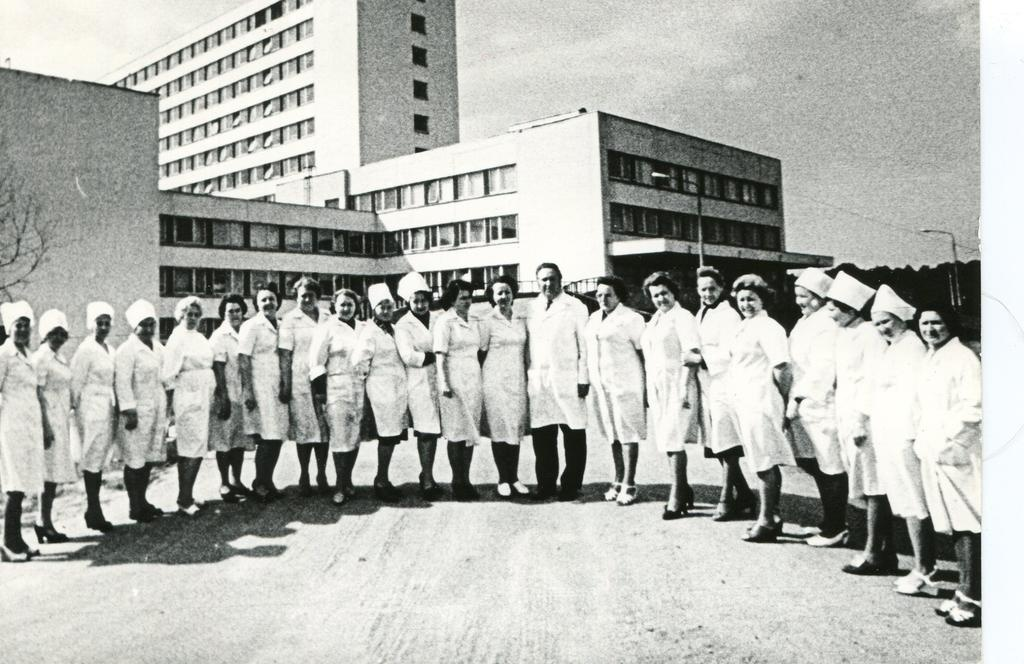 Central Hospital of ENSV Maritime Navigation - on the first working day in the new building. Doctors and nurses, in the middle of chief doctor Vello Subi