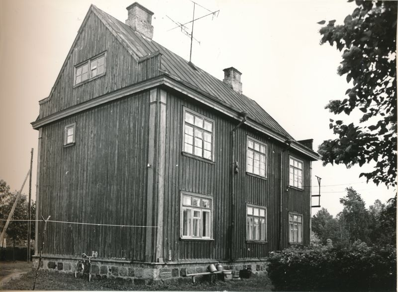 Photo. Virtsu Railway Station east side residential building. Black and white. Located: Hm 7975 - Technical monuments of Haapsalu district