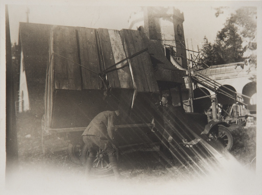 Studies for the Kalevala frescoes ready to be transported from Tarvaspää to the National Museum of Finland, Akseli Gallen-Kallela with another man by the car, 1928. Print 2 of the picture 2.