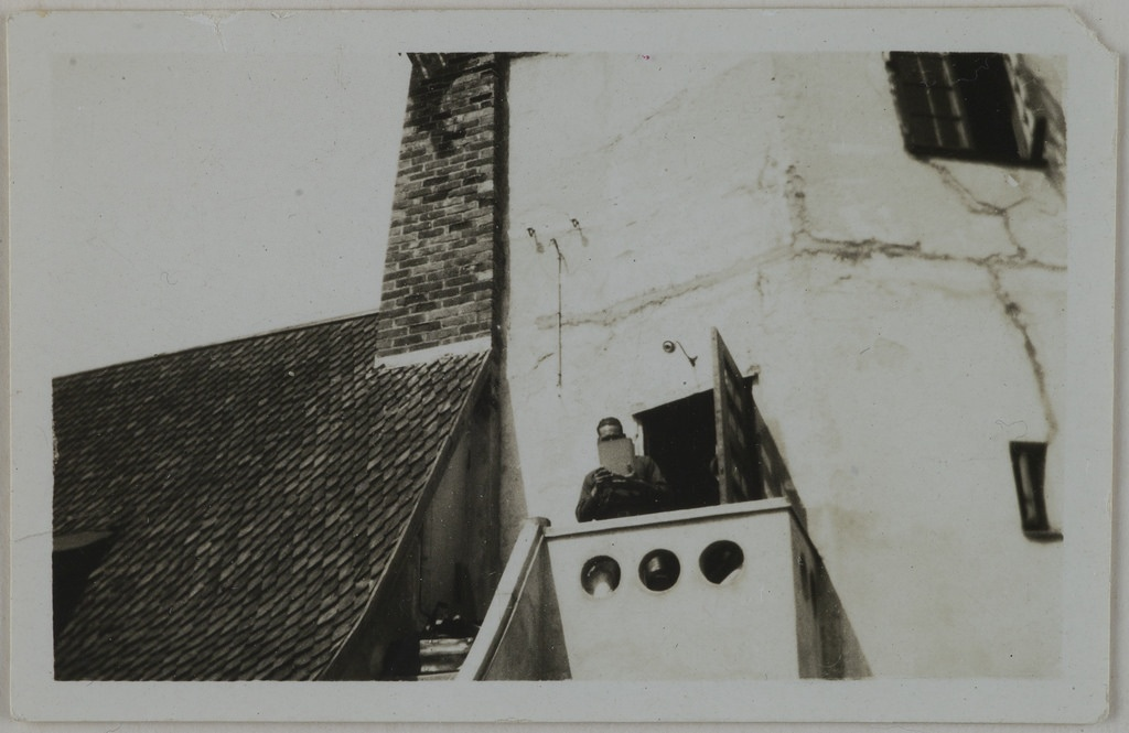 Jorma Gallen-Kallela on the tower balcony at Tarvaspää, 1927.