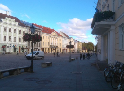 Tartu Raekoja Square from the end of the University rephoto