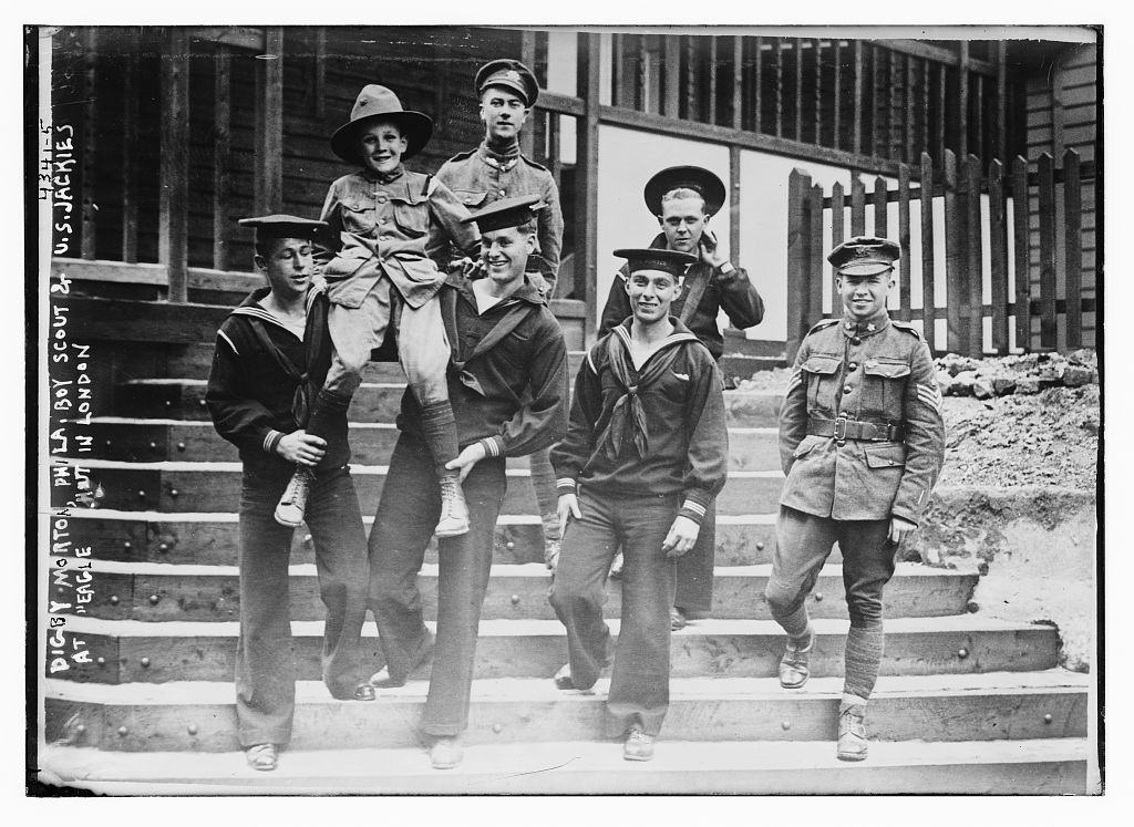 "Digby Morton, Phila. Boy Scout, and U.S. Jackies at ""Eagle"" hut in London (LOC)"